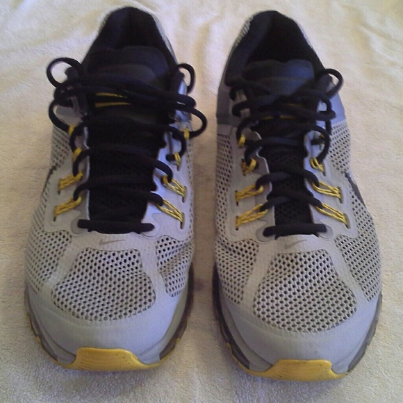 1dd05f099217f5 NIKE AIR MAX LIVESTRONG COLLECTION Shoes
